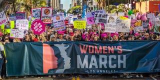 JANUARI 21, 2017, LOS ANGELES, CA 750.000 deltar i kvinnors mars, aktivister som protesterar Donald J Trumf i den största natione Royaltyfri Fotografi