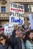 JANUARI 21, 2017, LOS ANGELES, CA 750.000 deltar i kvinnors mars, aktivister som protesterar Donald J Trumf i den största natione Arkivfoto