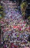 JANUARI 21, 2017, LOS ANGELES, CA Den flyg- sikten av 750.000 deltar i kvinnors mars, aktivister som protesterar Donald J Trumf i Royaltyfria Bilder