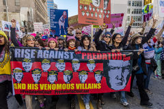 JANUARI 21, 2017, LOS ANGELES, CA Jane Fonda, Frances Fisher och Lily Tomlin (som är från vänster till höger) deltar i kvinnors m royaltyfri bild