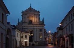 Januari morgon i gatan av gamla Vilnius Fotografering för Bildbyråer