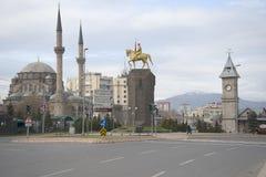 Januari-ochtend op het Centrale vierkant van Kayseri Turkije stock afbeeldingen