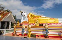 10 / Januari/18 på den stora Buddha, Wat Phra That Doi Kham Gränsmärket av byinvånarna Det är en respectf Arkivbild