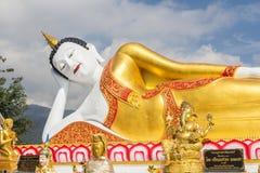 10 / Januari/18 på den stora Buddha, Wat Phra That Doi Kham Gränsmärket av byinvånarna Det är en respectf Royaltyfria Bilder
