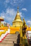 10 / Januari/18 på den stora Buddha, Wat Phra That Doi Kham Gränsmärket av byinvånarna Det är en respectf Royaltyfri Fotografi