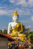 10 / Januari/18 på den stora Buddha, Wat Phra That Doi Kham Gränsmärket av byinvånarna Det är en respectf Fotografering för Bildbyråer