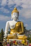 10 / Januari/18 på den stora Buddha, Wat Phra That Doi Kham Gränsmärket av byinvånarna Det är en respectf Arkivbilder