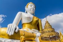 10 / Januari/18 på den stora Buddha, Wat Phra That Doi Kham Gränsmärket av byinvånarna Det är en respectf Royaltyfri Bild