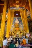 10 / Januari/18 på den stora Buddha, Wat Phra That Doi Kham Gränsmärket av byinvånarna Det är en respectf Arkivfoton