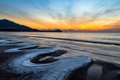 24 Januari 2018, Qingdao, Shandong Zonsopgang op Shilaoren-Strand Royalty-vrije Stock Foto's