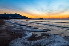 24 Januari 2018, Qingdao, Shandong Zonsopgang op Shilaoren-Strand Royalty-vrije Stock Foto