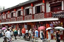 7 JANUARI 2017 - SHANGHAI, CHINA - Winkels omringt de Yu-Tuin in het centrum van de oude stad van Shanghai Stock Foto