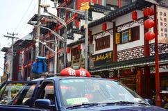 7 JANUARI 2017 - SHANGHAI, CHINA - Winkels omringt de Yu-Tuin in het centrum van de oude stad van Shanghai Stock Afbeelding