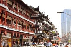 7 JANUARI 2017 - SHANGHAI, CHINA - Winkels omringt de Yu-Tuin in het centrum van de oude stad van Shanghai Stock Foto's