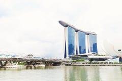 15 Januari 2016, Singapore - Landschap van Marina Bay-hotel, brug Stock Afbeelding