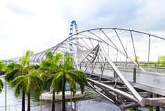 15 Januari 2016, Singapore - Mening over een brug en palmen Marina Bay Stock Fotografie