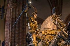 21 januari, 2017: Standbeeld van Heilige George die de draak in t doden Stock Afbeelding