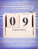Januari 9th Datum av 9 Januari på träkubkalender Fotografering för Bildbyråer