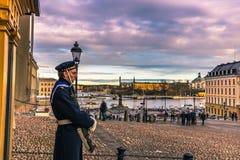 21 januari, 2017: Wacht in het koninklijke paleis van Stockholm, Zweden Royalty-vrije Stock Foto