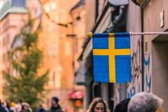 21 januari, 2017: Zweedse vlag in de oude stad van Stockholm, Swe Royalty-vrije Stock Afbeelding