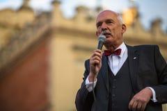 Janusz Korwin durante la reunión de la pre-elección del candidato presidencial de Polonia, en la plaza principal Kraków foto de archivo