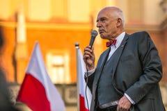 Janusz Korwin-Mikke ou JKM, são um político conservador do polonês do liberal foto de stock
