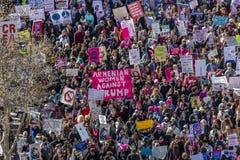 21 JANVIER 2017, LOS ANGELES, CA La vue aérienne de 750.000 participent en mars des femmes, activistes protestant Donald J Atout  Photos stock