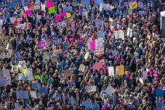 21 JANVIER 2017, LOS ANGELES, CA La vue aérienne de 750.000 participent en mars des femmes, activistes protestant Donald J Atout  Images stock