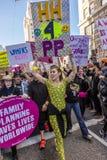 21 JANVIER 2017, LOS ANGELES, CA Lily Tomlin et Miley Cyrus participent en mars des femmes, 750.000 activistes protestant Donald Images libres de droits