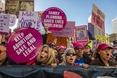 21 JANVIER 2017, LOS ANGELES, CA 750.000 participent en mars des femmes, activistes protestant Donald J Atout dans la nation plus Photo libre de droits