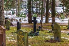 22 janvier 2017 : Pierres tombales dans le cimetière i de Skogskyrkogarden Image stock