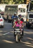 10 janvier 2014 - trafiquez sur la rue principale de Kandy Sri Lanka Image libre de droits