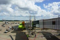 JAPÃO - 9 de setembro de 2018: Aeroporto de NARITA da chegada do voo imagem de stock