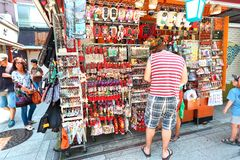 Japão: Dori de Nakamise em Asakusa, Tóquio fotos de stock