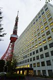 Japão, o Tóquio, os arranha-céus, os templos e o Tóquio elevam-se fotografia de stock royalty free