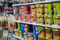 Japón - oct 27,2017: La comida seca es una comida conveniente a comer Disponible en 7-11 tiendas encontradas y asequibles en Osak foto de archivo libre de regalías