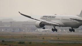 Japan Airlines Dreamliner Boeing 787 que aproxima-se vídeos de arquivo