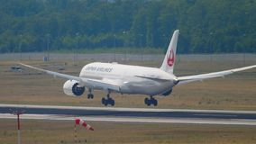 Japan Airlines Dreamliner Boeing 787 que se acerca almacen de video