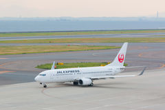 Japan Airlines i Chubu Centrair den internationella flygplatsen Japan Royaltyfria Foton