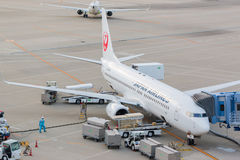 Japan Airlines i Chubu Centrair den internationella flygplatsen Japan Royaltyfri Foto