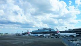 Japan Airlines lub JAL samolot przy Narita lotniskiem międzynarodowym obrazy royalty free