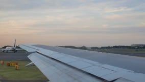 Japan Airlines prête à décoller clips vidéos