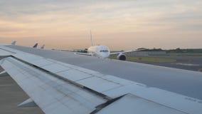 Japan Airlines som är klart att ta av arkivfilmer