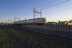 Japan-Eisenbahn in der Landschaft stockfotografie