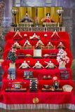 JAPAN - 21. FEBRUAR 2016: Hina-Puppen auf Regal für Hinamatsuri Lizenzfreie Stockbilder