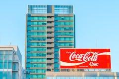 JAPAN FEBRUARI 07: Coca - colaadvertizing på FEBRUARI 07, 2016 i Japan I Royaltyfria Bilder
