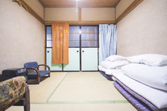 JAPAN - FEBRUARI 19, 2016: traditionele Japanse stijlslaapkamer Stock Fotografie