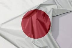 Japan-Gewebeflaggenkrepp und -falte mit Leerraum lizenzfreie stockfotos