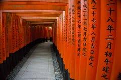 Japan, Kyoto, das Torii von Fushimi Inari Taisha, traditionelle Eingangsportale lizenzfreies stockbild