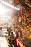 Japan lyckliga Kumade krattar den Hikawa jinjarelikskrin Fotografering för Bildbyråer
